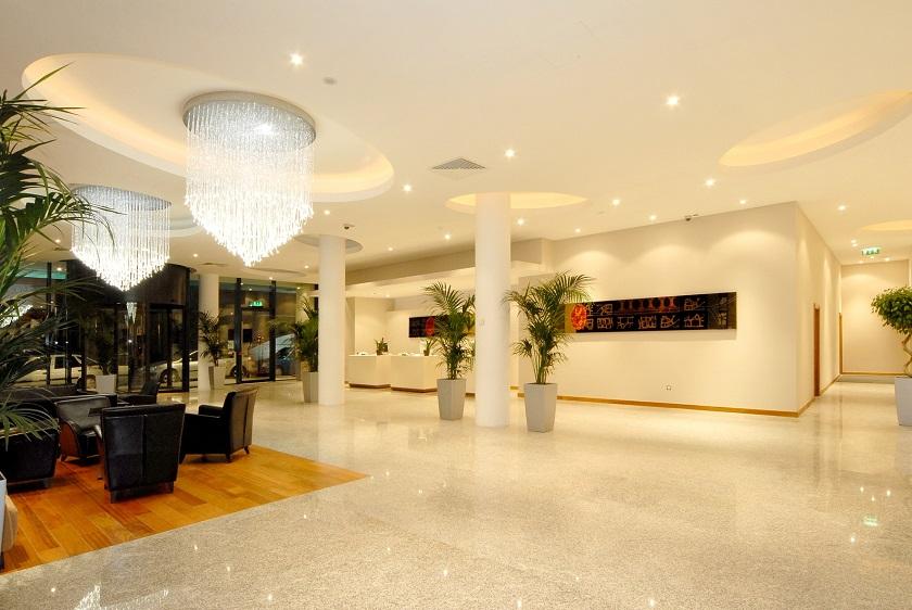 whites-hotel-reception-area